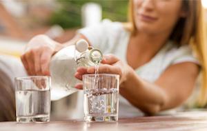 如患上腸胃炎,需喝飲料